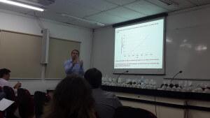 Prof. Eng. Flavio maranhão representando as pesquisas feitas na USP